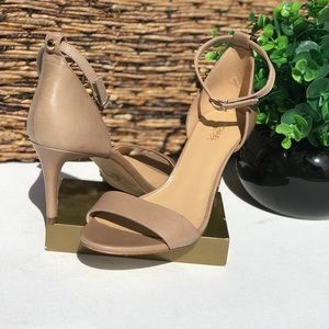 MICHAEL KORS🍂🍁Nude Ankle strap sandals 8 new